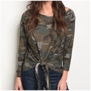 CAMO KNOTTED FRONT TOP